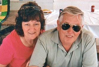 Couple celebrates 50th anniversary