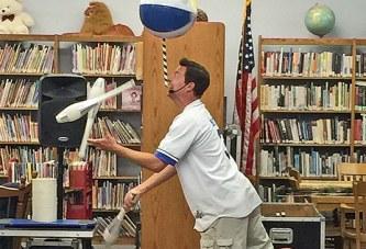 Multitasking juggler