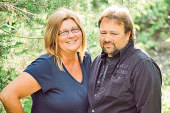 Couple celebrates 25th anniversary