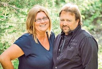 Couple celebrates 25th anniversary