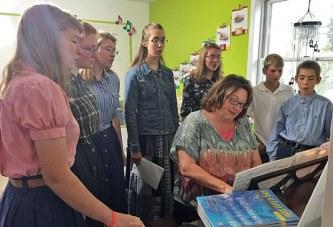 Ada music teacher enjoys sharing choral experience