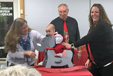Republican women gather for Christmas dinner, auction