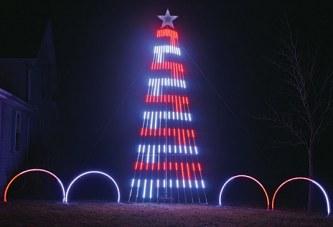 Dola man creates holiday lighting display in honor of his dad