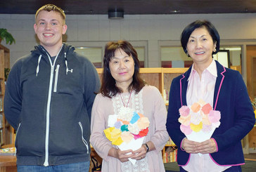 BL students learn about flower arrangement in Japan