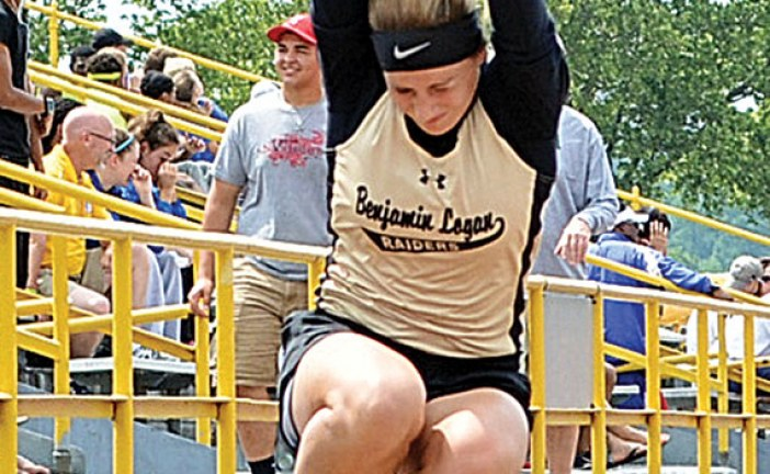 Plikerd sets BL record, advances to state
