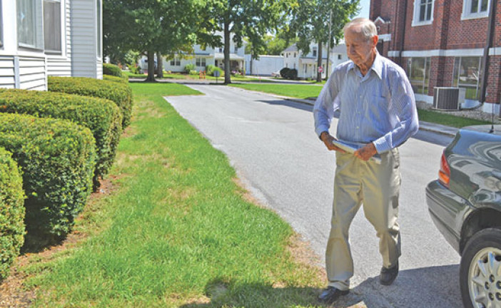 Newspaper route keeps 92-year-old Hardin Co. native moving