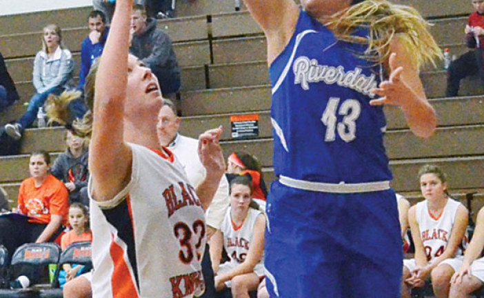 Riverdale pulls away from Van Buren 72-45