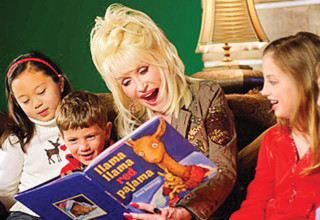 Dolly Parton reads to children