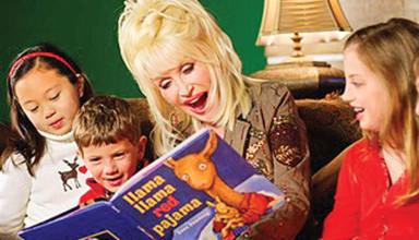 Dolly Parton reads to children