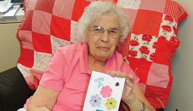 Handmade cards for Hardin Hills residents
