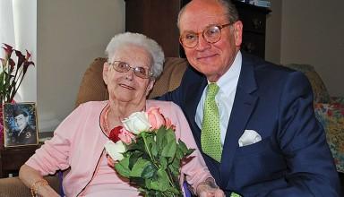 Judge Scott Barrett with his mom, Elinor